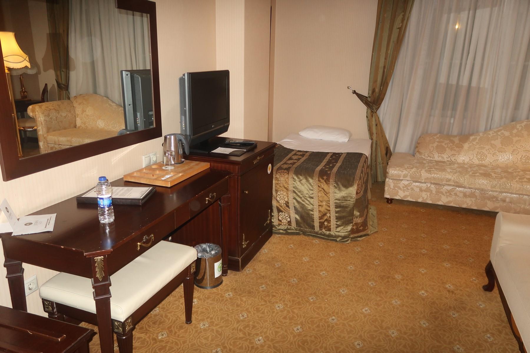 hotel med jacuzzi på værelset paww thai massage