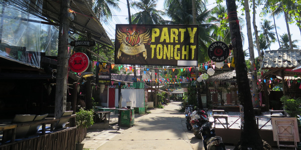 lonely beach koh chang soi 1 village bars
